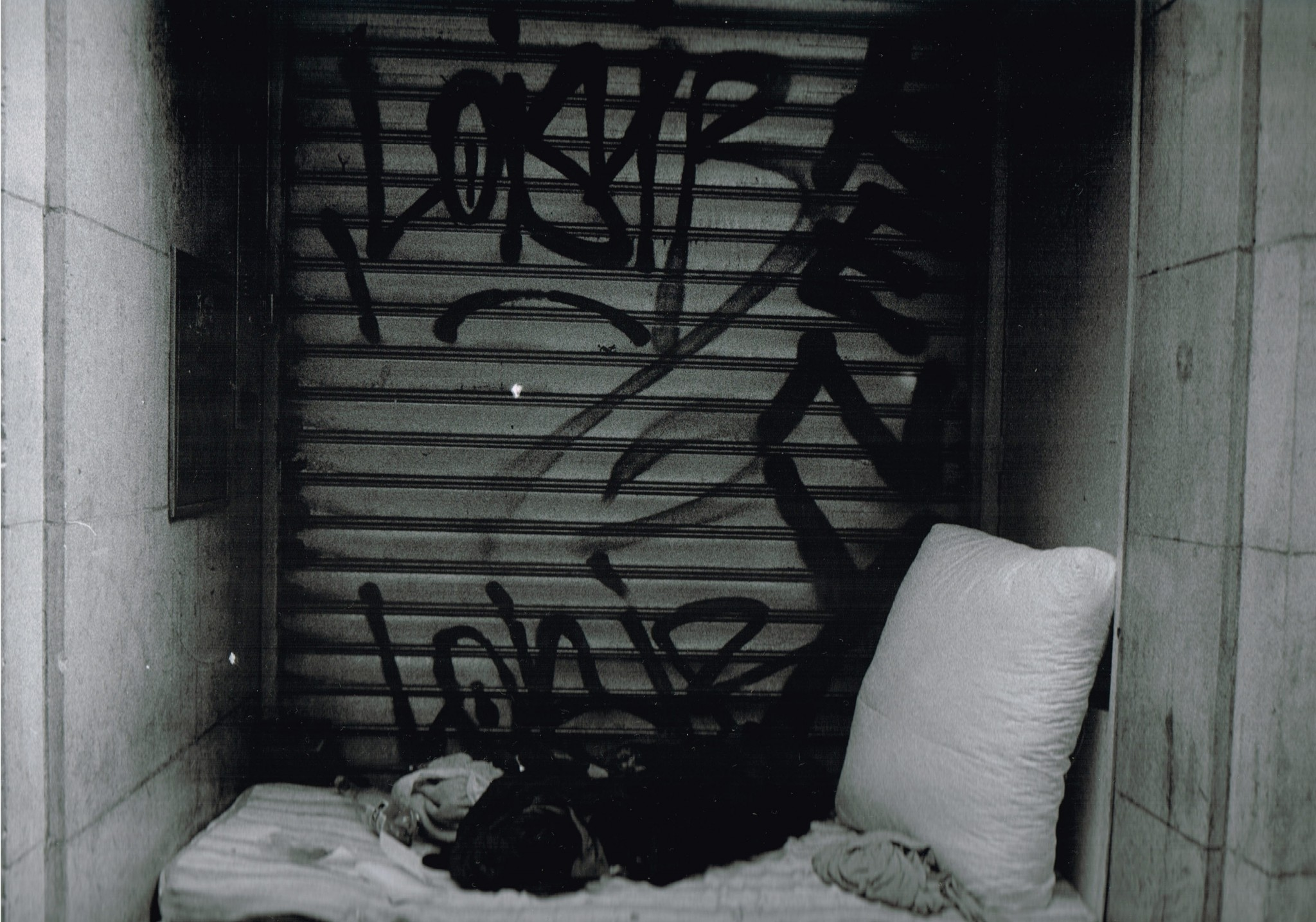 Photography by Justine Roland-Cal - Paris homeless