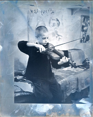 Photography by Justine Roland-Cal - The musician