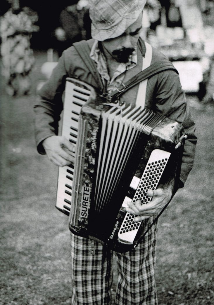 Photography by Justine Roland-Cal - The accordionist